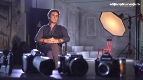 fotograf profesionis 495x278 - Productie clipuri, regie, scenarii, campanii media, webdesign, seo toate pe MediaStory.ro